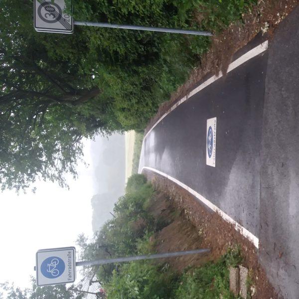 Die Einfahrt zur Fahrradstraße an der Schnatstraße. Hier soll der neue Radweg durch Eppendorf beginnen.